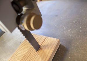 Woodworking machine Band saw machine cutting planks