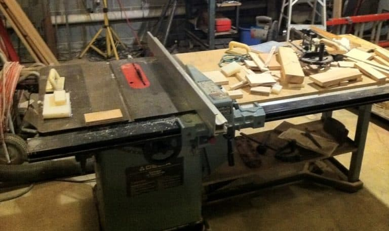 Workshop for cutting pieces of wood