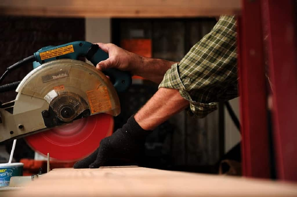carpenter-saw-wood-tools-tool-manual