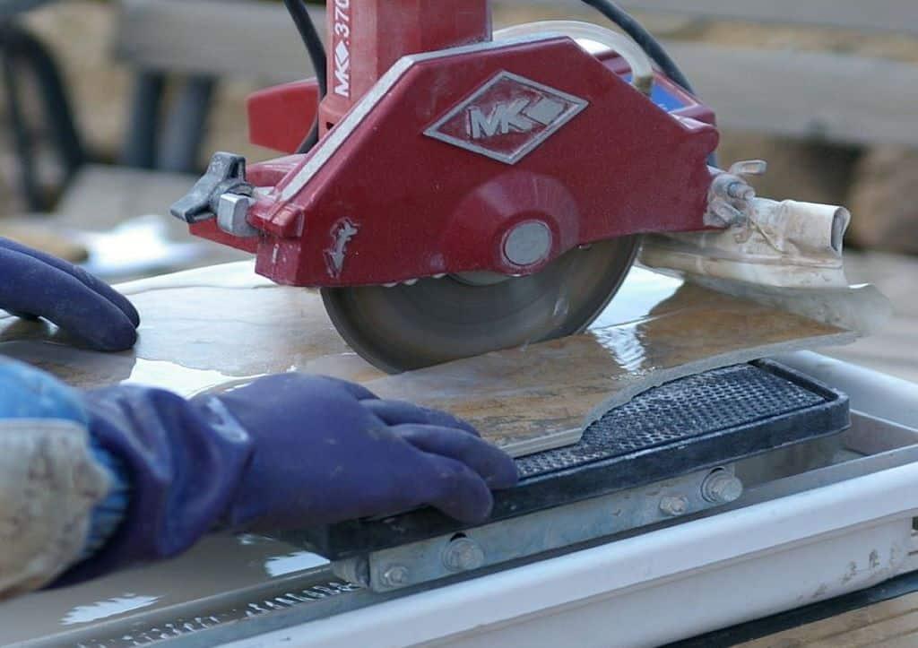 MK 370 tile saw workshop action